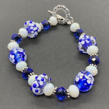 Blue and White Flower Bead Bracelet