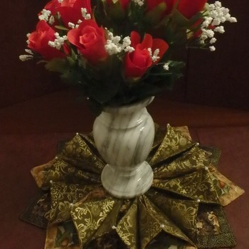 Christmas Table Wreath Antique Gold
