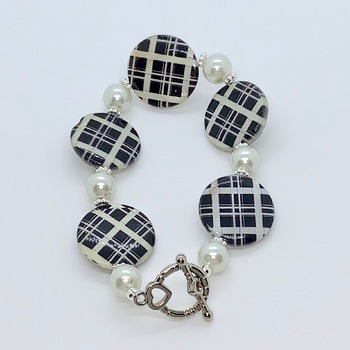 Black and White Plaid Coin Shell Bead and White Pearl Bracelet