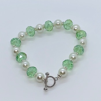Green Faceted Bead and White Pearl Bracelet