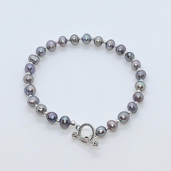 Gray Freshwater Pearl and Silver Bead Bracelet