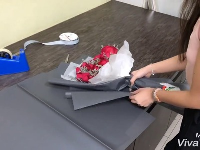 How to Wrap a Rose Hand Bouquet