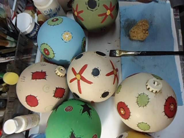 How to paint plastic Prim Christmas ornaments with Chalk Paint