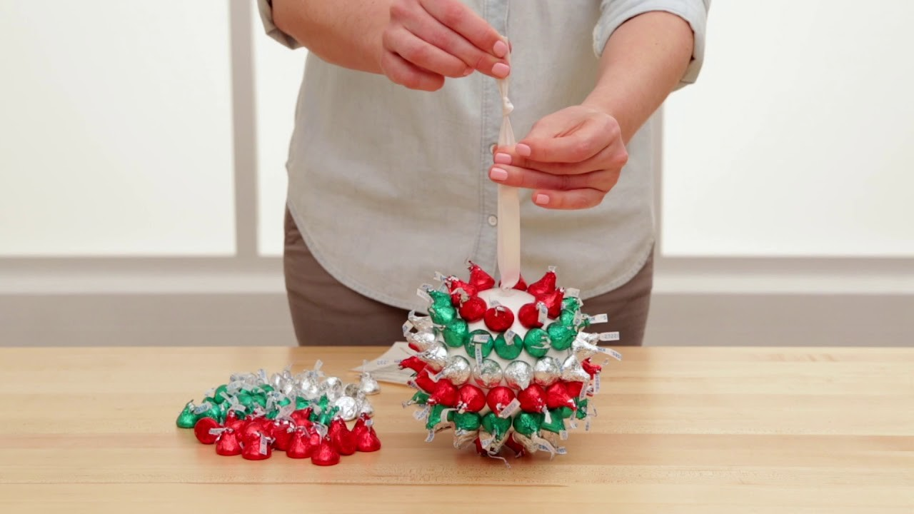 How to make a HERSHEY'S KISSES hanging ball Christmas decoration!