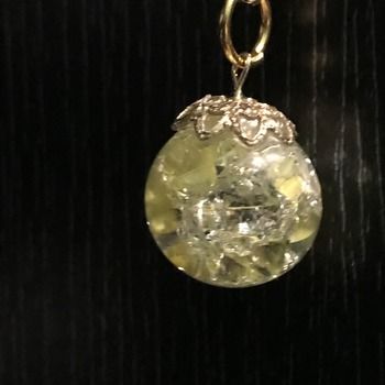 Yellow cracked marble necklace