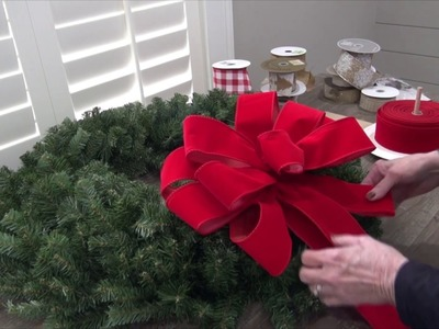 How to Fluff a Wreath