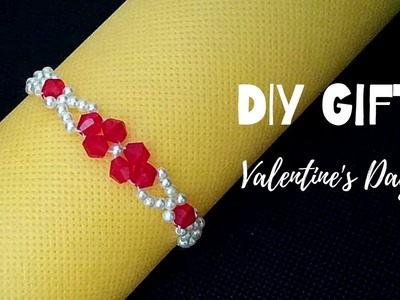 Simple beading pattern for DIY Bracelet. DIY Gift for Valentine's Day