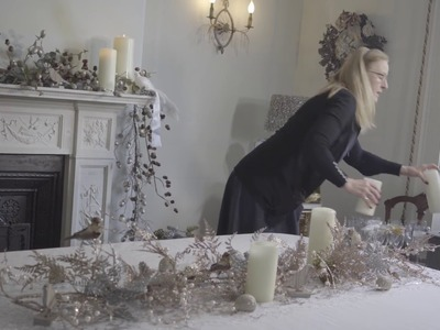 How to decorate a dining table for Christmas