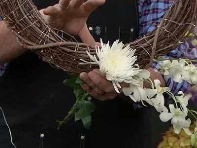 How to DIY a basic grapevine wreath for Spring