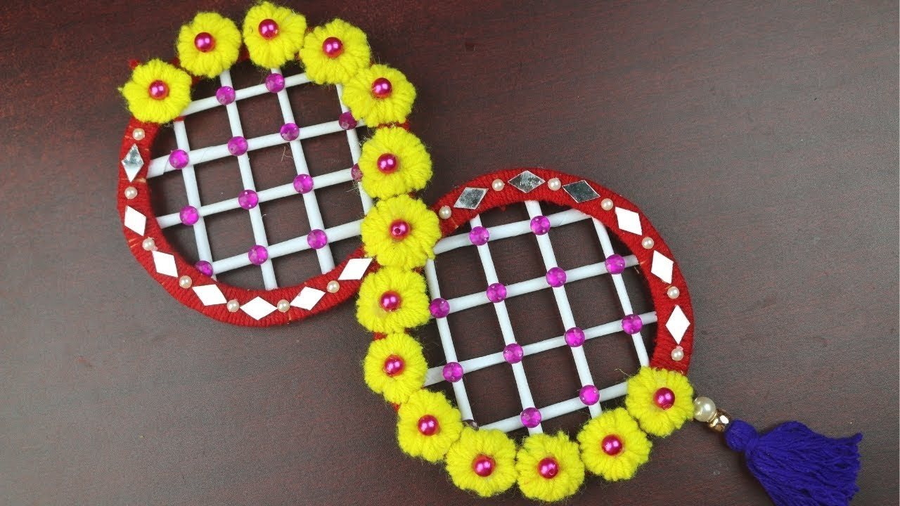 DIY arts and crafts    Pom Pom Door Hanging - How to Make Door Hanging Toran - Woolen Crafts Idea