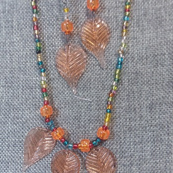Three golden leaves Necklace 153152