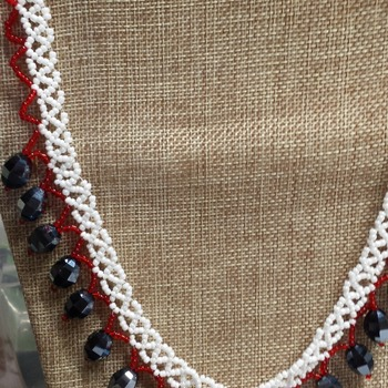 White lace necklace with black accent beads 181149