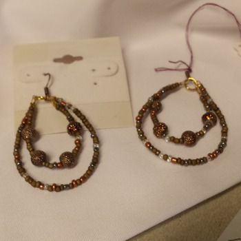 Brown and copper color hoops. 162509