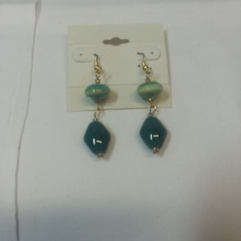 Green glass stone dangle earrings  115214