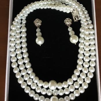 Collier de perle blanche