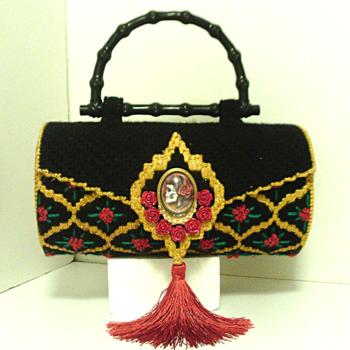 Black & Gold Sugar Skull & Roses Round Purse/Handbag