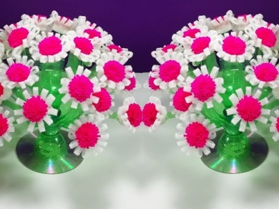 Make Beautiful pom poms flower || Easy empty plastic bottle vase making crafte-Water bottle Recycle