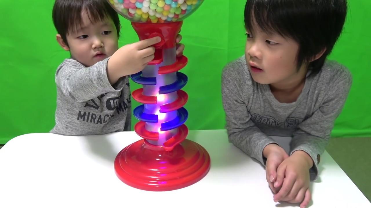 ガムボールマシーンで英語の色♫Learn Colors with Gumball Candy for  kids Song Nursery Rhymes
