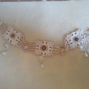 Aged white lace s choker