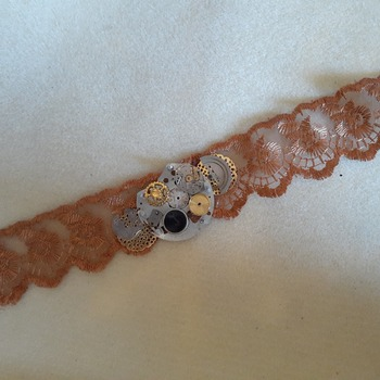 Amber lace abstract choker
