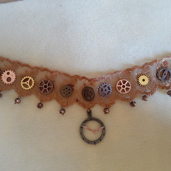 Amber lace cog and gear choker