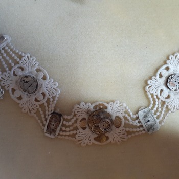 Clock face choker