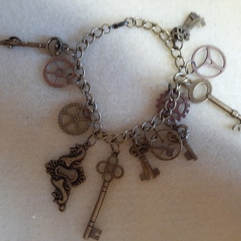 Key and lock plate bracelet
