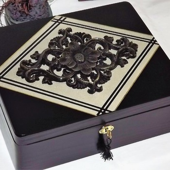 LOCKABLE DELUXE Black, Beige & Gold wooden Jewellery Storage Box with black CARVED wooden centerpiece.