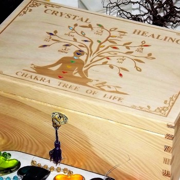 LOCKBLE HEALING CRYSTALS WOODEN STORAGE BOX. Tree of Life Spiritual Decor.