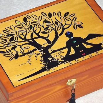 FREE POST - LOCKABLE Tree of Life wooden SPIRITUAL box. Storage box with lock and Key