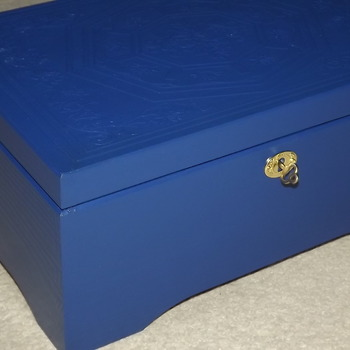 FREE POST - LOCKABLE Handmade wooden BLUE jewellery box. Engraved pattern. Brass key plate. Beautiful & Unique. Wooden Storage with lock.