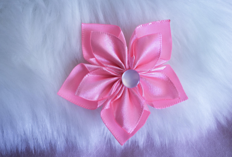 DIY: How to make Kanzashi ribbon flower like a snow flake.