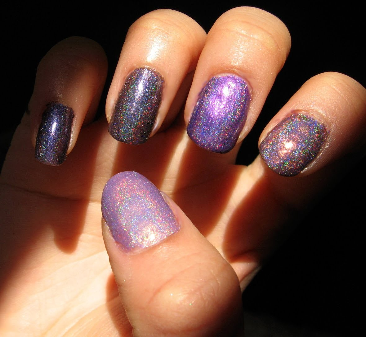 D.I.Y: How to Make Your Own Holographic Nail Polish