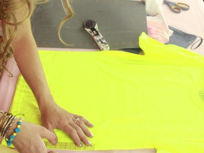 How to Cut a Shirt Into a Crop Top : Style Creations