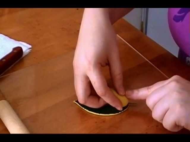 How to make a leaf or petal veiner for gumpaste flowers