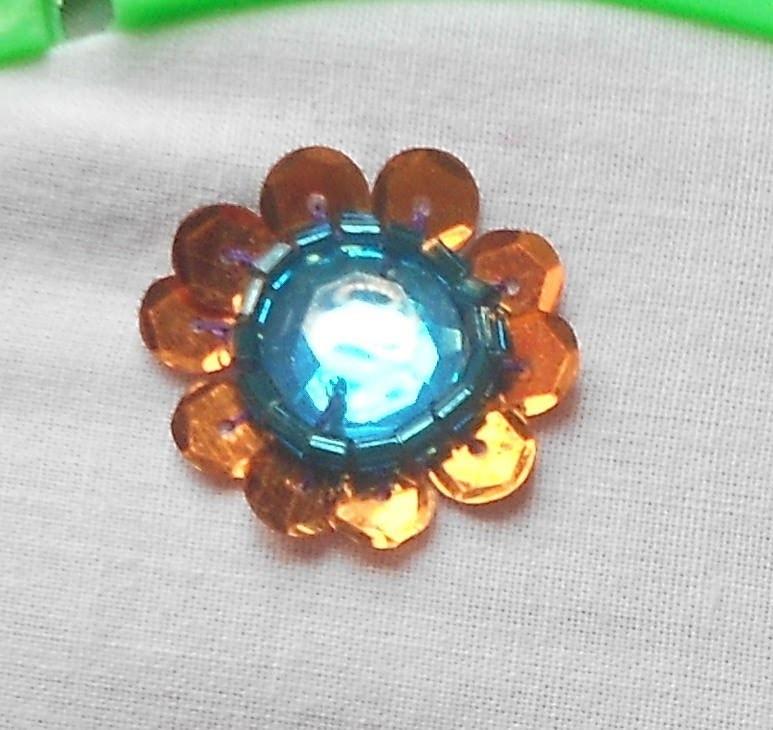 How to sew a sequin flower around kundan stone - Method 1