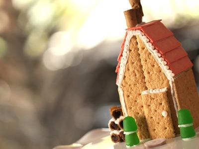 How to Make Graham Cracker Houses || KIN PARENTS