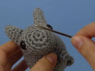 Amigurumi Faces: Secure Stitching (right-handed version)