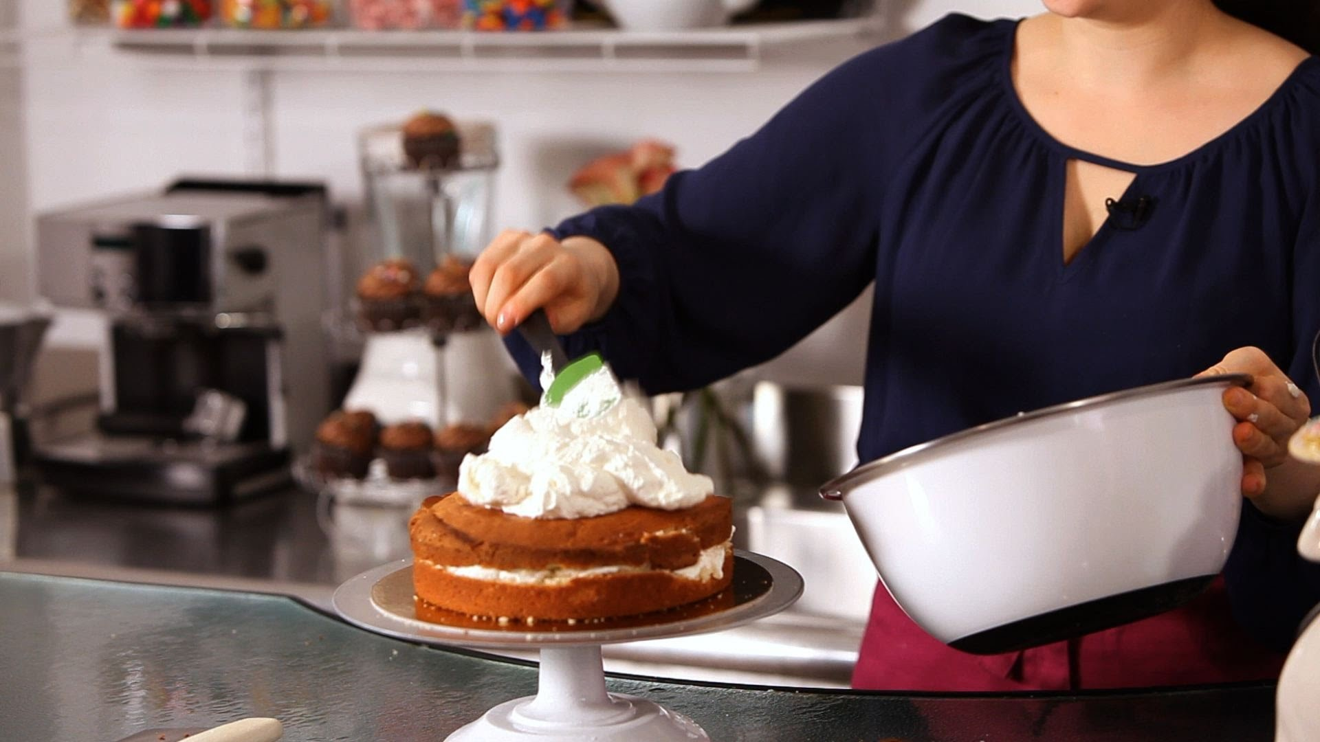 How to Ice a Cake with Whipped Cream | Cake Decorating