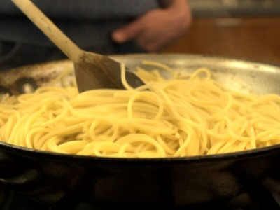 How to Quickly Cook Pasta in a Frying Pan - CHOW Tip