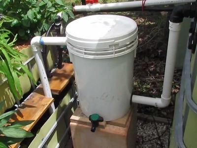 Aquaponic radial flow filter for solids removal.