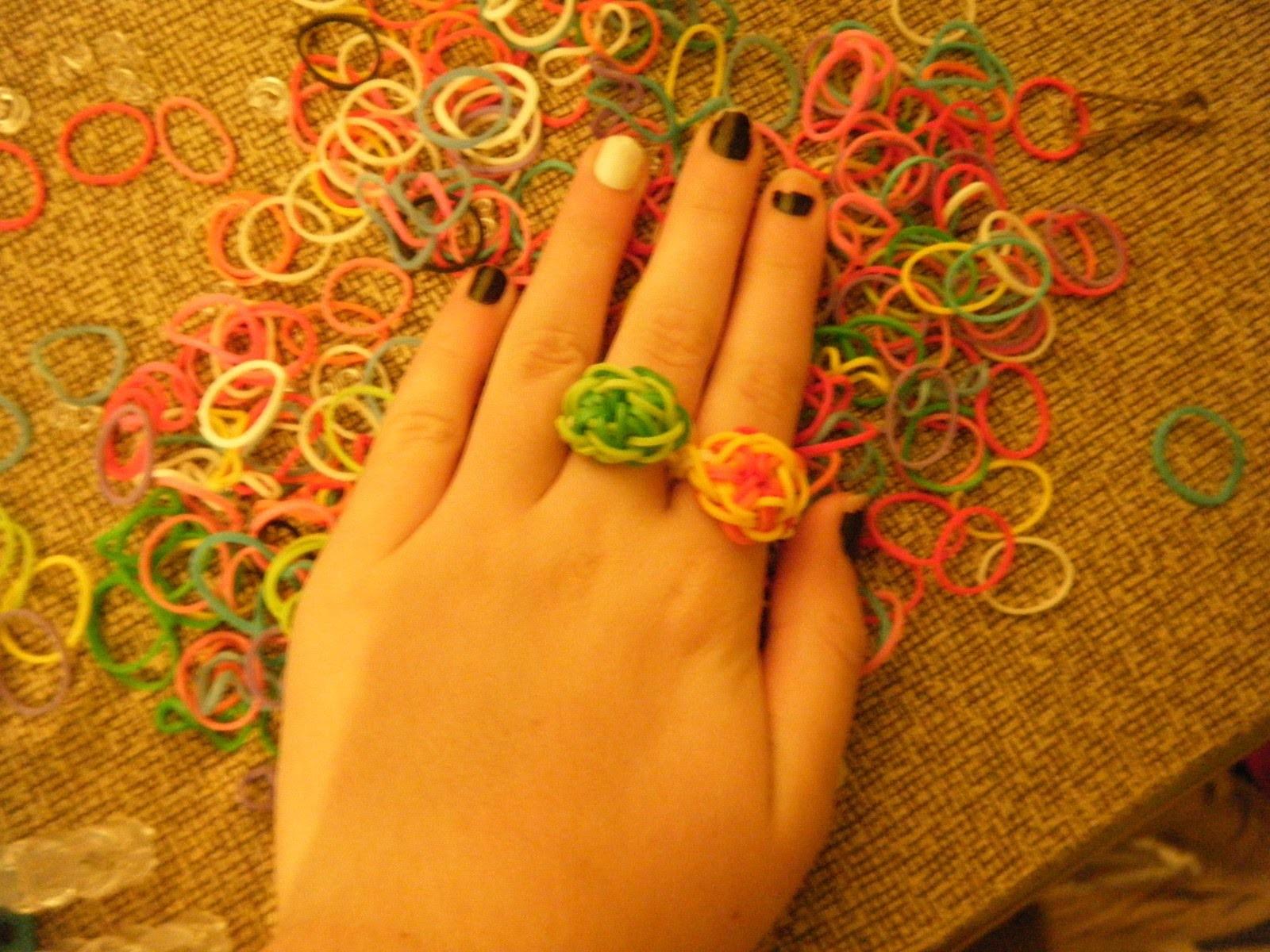 Starburst Ring Using the Rainbow Loom