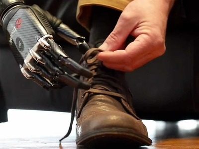 'Terminator' false arm ties shoelace and deals cards