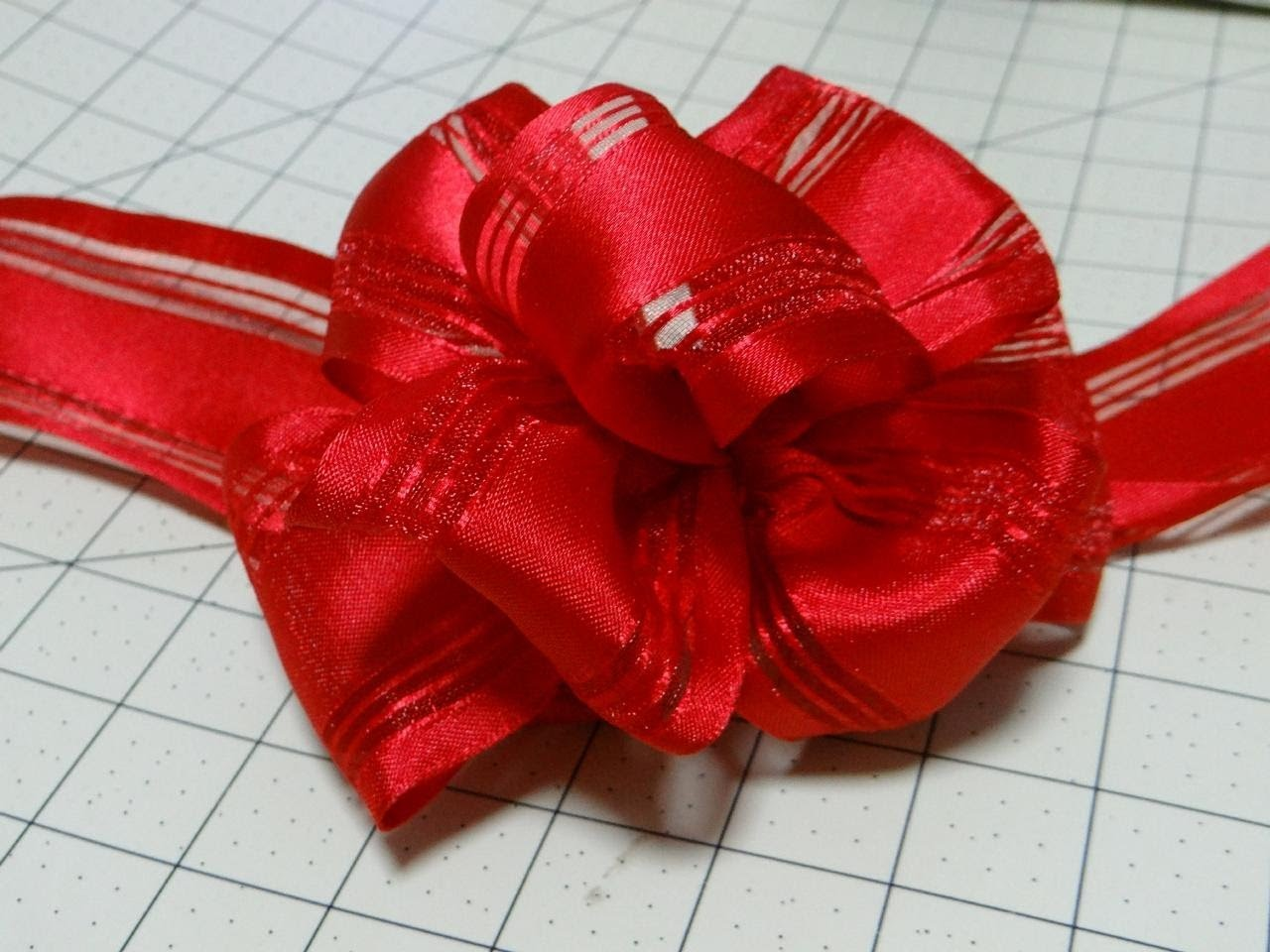 Easy Bow Using Wire-Edge Ribbon Instructional