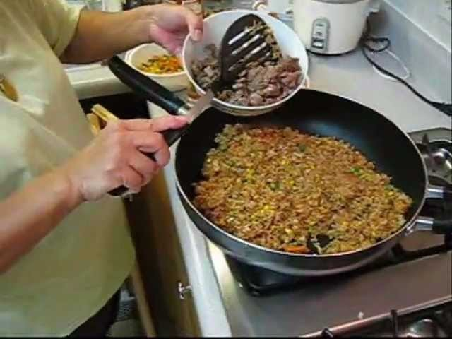 How to Make Fried Rice - Authentic Chinese Style! Fast and Easy recipe!