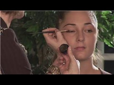 Makeup Application : How to Apply Eyeliner to Small Eyes