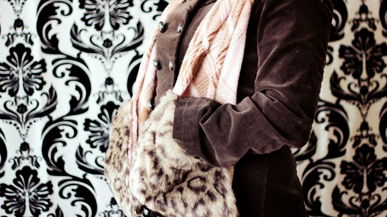 How to make a fleece scarf with pockets