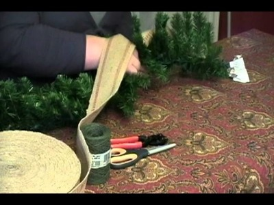 How to Decorate a Store Bought Christmas Garland