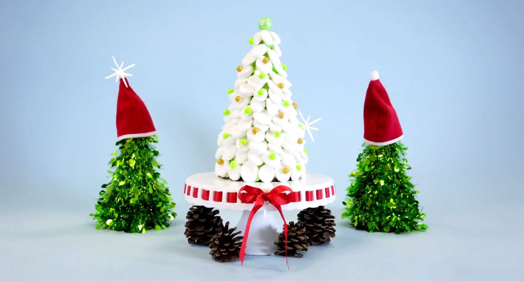 Sweets in Motion: How to Make a Christmas Tree Cake