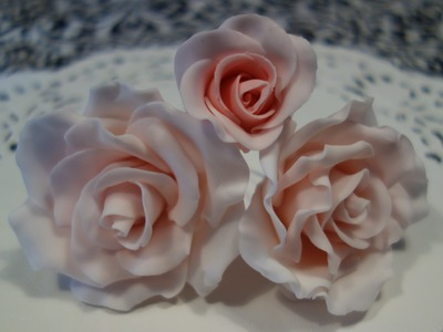 HOW TO MAKE FONDANT ROSES FOR CAKES